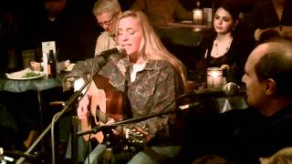 "Susan Gibson sings ""Wide Open Spaces"""