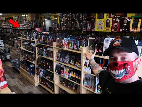TOY HUNTING AT A BRAND NEW SHOP FOR HOT TOYS, MARVEL LEGENDS, MCFARLANE DC FIGURES AND MORE!!