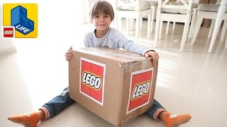 Repeat youtube video Lego Surprise Package BOX - Lego LIFE Kids App and Toys - The LEGO Batman Movie