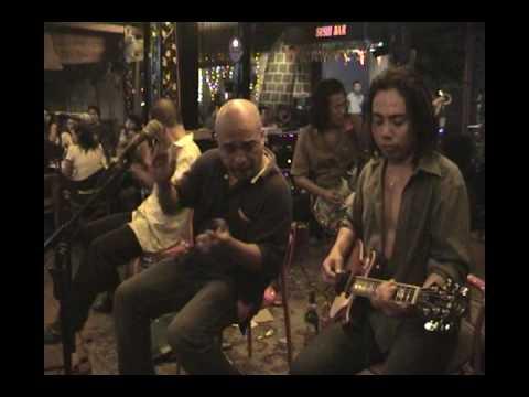 Not Bad Band (2) - Happy Café - Senggigi - Lombok - Indonesia