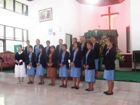 HKBP Deaconess students singing