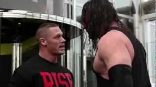 كين يقتحم برج خليفة ويتشاجر مع نجم WWE جون سينا ....