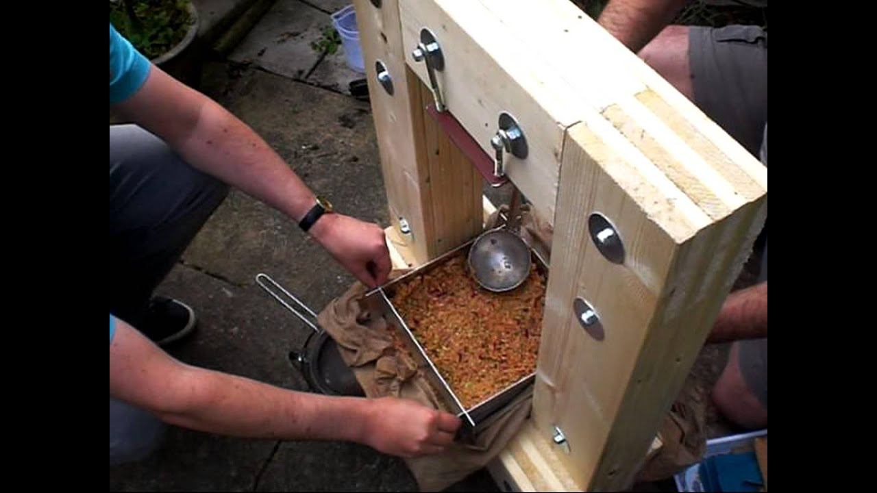 pressing apples with my home built cider press youtube. Black Bedroom Furniture Sets. Home Design Ideas