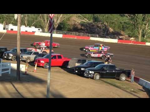 8/4/2017 Beatrice Speedway Hobby Stock Heat #1 - Featuring 6J Jake Harms