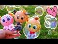Burbujas de jabón para jugar con los bebes | Muñecas y juguetes con Andre para niñas y niños
