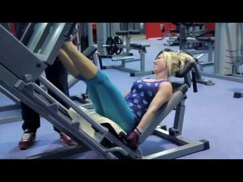 Trénink nohou a hýždí ženy/bikiny fitness