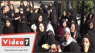 بالفيديو   أم الضابط شهيد سيناء تدعو له أثناء تشييع جنازته