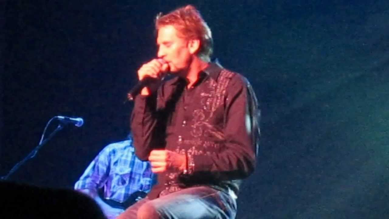 Kenny Loggins sings \