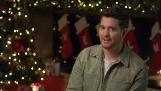 Michael Bublé - It's Beginning To Look A Lot Like Christmas (Disney Holiday Singalong)