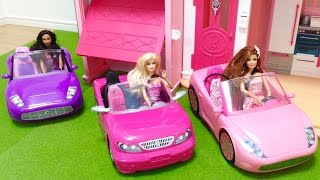 バービーとお友達が車でドライブに行きました。 途中、動物さんの渋滞に...