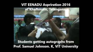 VIT EENADU ASPIRATION 2016 STUDENTS GETTING AUTOGRAPH FROM SAMUEL JOHNSON VIT