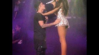 Justin Bieber and Ariana grande Se Besan En Pleno Concierto