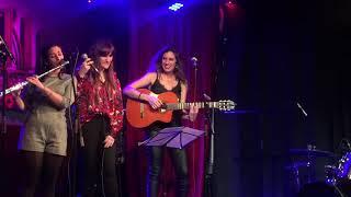 María Peláe y Rozalén - La puerta violeta