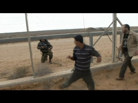 Israeli troops kill Palestinian on the Gaza border thumbnail