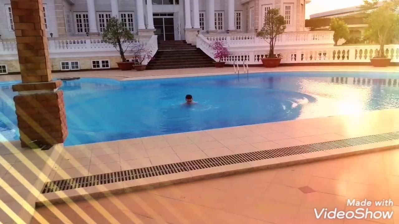 Biệt thự 100 tỷ (bự thiệt) bể bơi