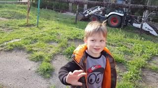 Видео про трактор для детей.Машинки для мальчиков.Как во дворе труба сломалась.