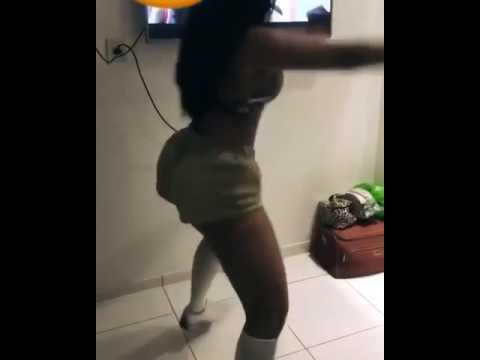 Novinha rabuda dancando playlist de funk Part 4 5