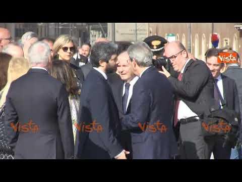 Download Gentiloni e Fico si scambiano una pacca sulla spalla
