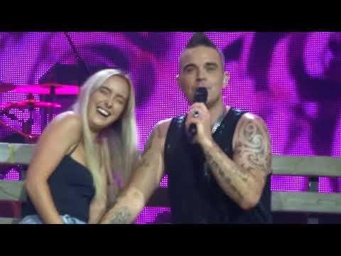Robbie Williams - Something Stupid - 7-3-18 Perth HD