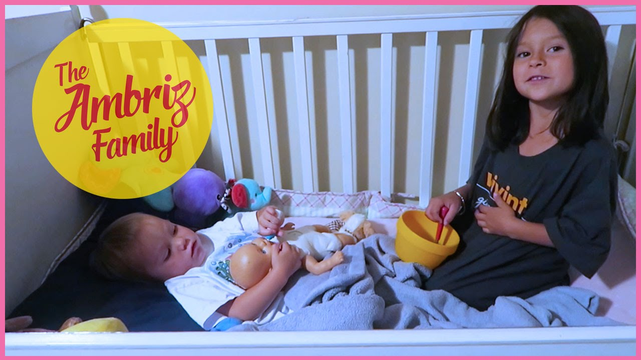 BIG SISTER PLAYING WITH LITTLE SISTER [The Ambriz Family: Vlog 97 ...