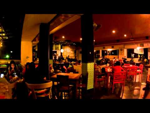 suasana-cafe-gembira-loka,-kota-malang,-wisata-kuliner-dan-hang-out-malam-di-malang