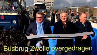 Topman ProRail Eringa draagt busbrug Zwolle over