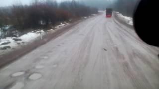Смотреть видео Сортавала-СПБ ,федеральная трасса убитый кусок дороги НАЛОГИ ЗАПЛАТИ и ПЛАТОН(у) кучу отвали онлайн