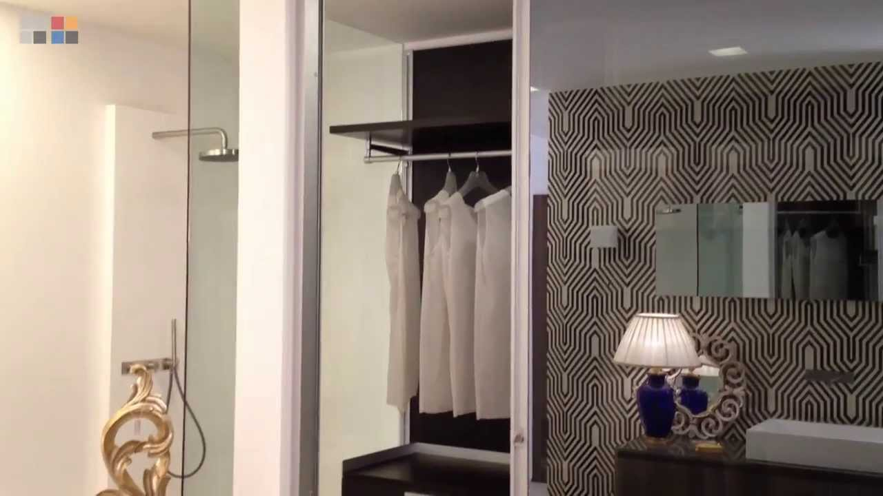 Porte Cabina Armadio Scorrevoli.Cabina Armadio Dress E Porta Scorrevole Pareo Di Rimadesio Youtube