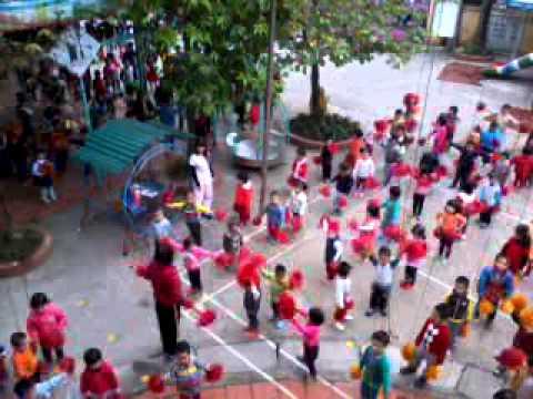 Thê Dục Buổi sáng Trường mầm non Câu Diễn-2012-12-14-08-09-59.mp4