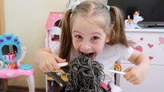 Ksyusha wants to eat Black Noodle like a Boram Kids Pretend Play 뽀로로 짜장면