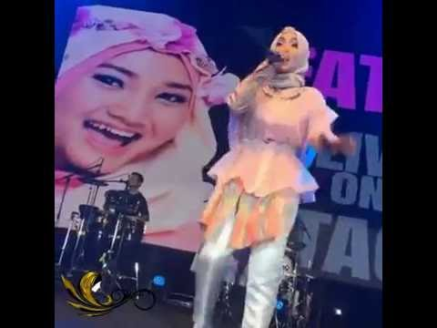 Fatin   AWAY   Daf BAMA Music Award 2016