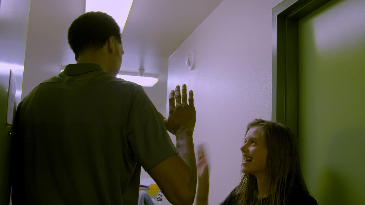 Shaun Livingston Visits Campers' Dorm Rooms