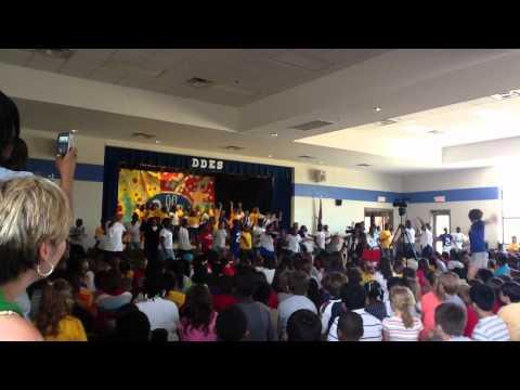 """Della Davidson Elementary School of Oxford, MS Fun Fitness """"Move Your Body"""" Performance 05/17/2012"""