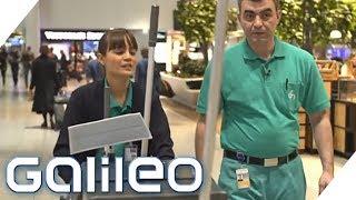 Die Arbeit der Flughafen-Putzkolonne | Galileo | ProSieben