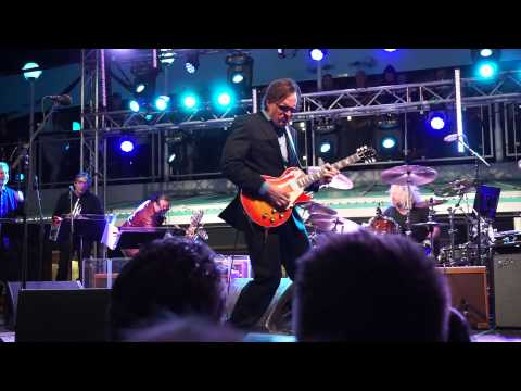 Joe Bonamassa - Living On The Moon