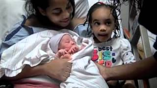 AVAH MEETS HER NEW SISTER