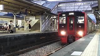 原田駅 813系R001を特急ゆふが追い越す❗
