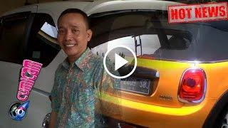 Hot News! Gokil! Ayah Rozak ke Kantor Pakai Mobil Mewah Ayu Ting Ting - Cumicam 13 Maret 2017