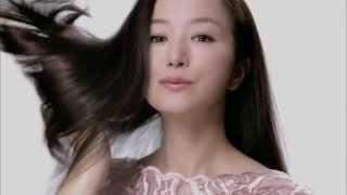 全新TSUBAKI全線系列採用首創的「椿麹漬泡美容」,以「椿麹S」配合頭部...