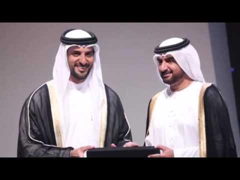 الشيخ عبدالله بن سالم القاسمي نائب حاكم الشارقة يتسلم هدية تذكارية من الشيخ سلطان بن أحمد القاسمي Youtube