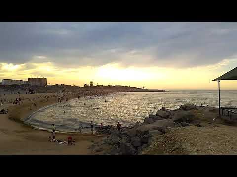 Городской пляж № 1 г.Каспийска и дома по ул.Халилова с высокого берега, июнь 2019 | Каспийское море