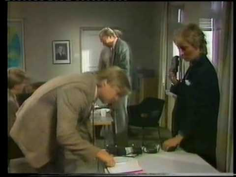 Musta tuntuu tvsarja by Neil Hardwick 1985