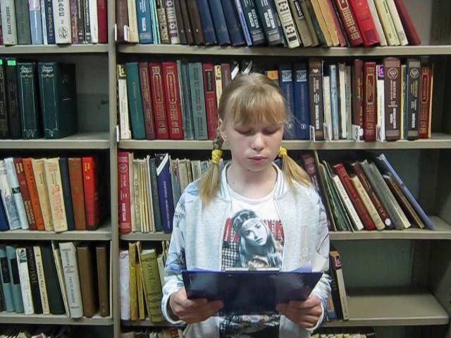 Изображение предпросмотра прочтения – ПолинаКожевникова читает произведение «Зеленый шум» Н.А.Некрасова