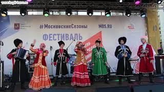 """Песня """"Солочек-проулочек"""", исполняет фольклорный хор казаков """"Матрёна-АРТ"""" на сцене в Москве."""