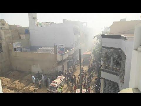 Первые кадры с места крушения пассажирского самолёта в Пакистане