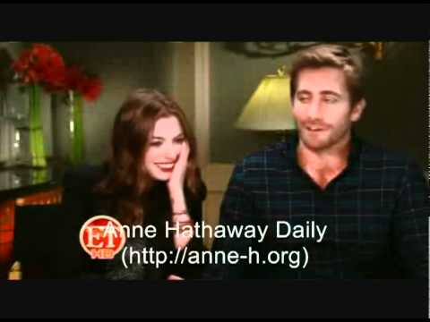 Download Youtube: Anne Hathaway and Jake Gyllenhaal interview by ET online.com
