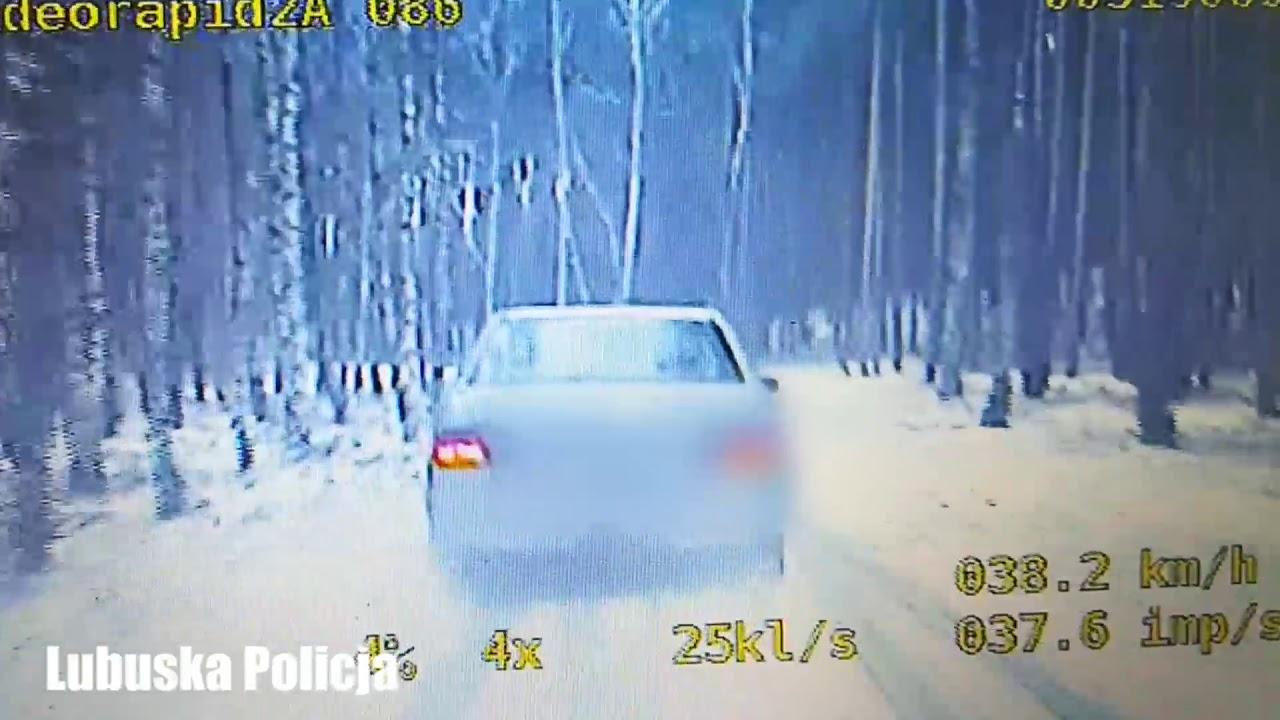 Uciekinier wyskoczył z jadącego auta