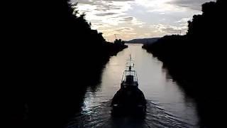 Коринфский пролив,  умели раньше пробивать каналы.(Греция, коринфский пролив видео обзор с палубы., 2017-01-18T14:43:57.000Z)