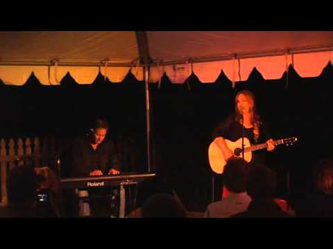 Gretchen Peters Performs