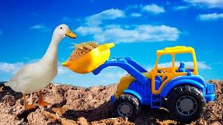 Синий Трактор работает на Ферме. Видео про трактор для детей